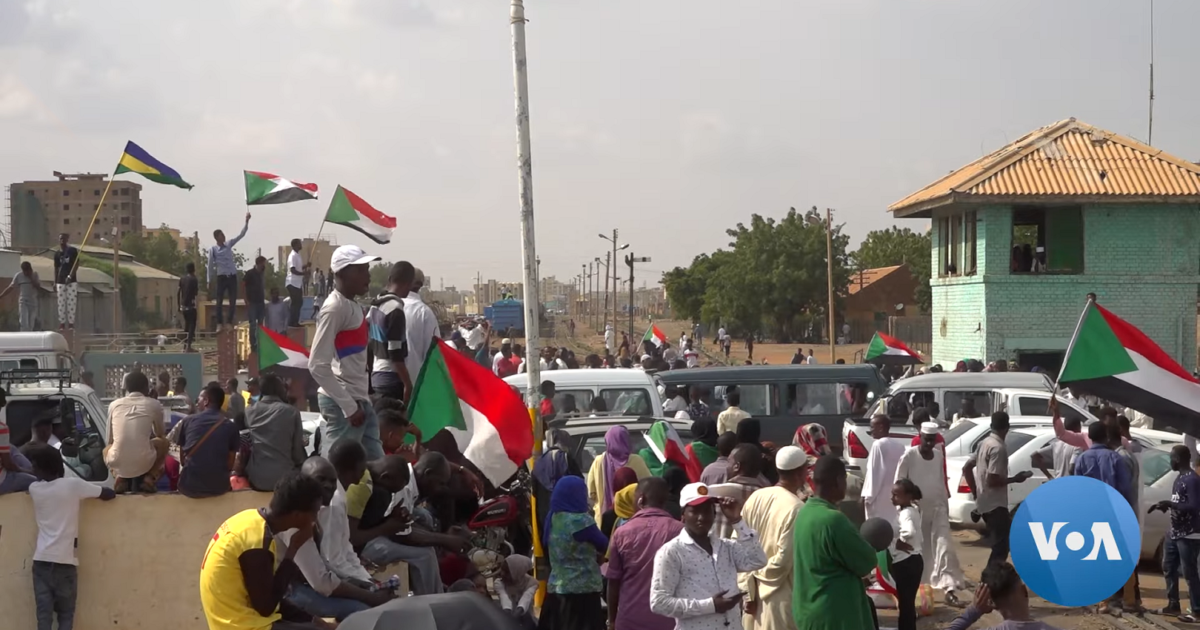 Sudanese_protestors_celebrate_signing_of_political_agreement
