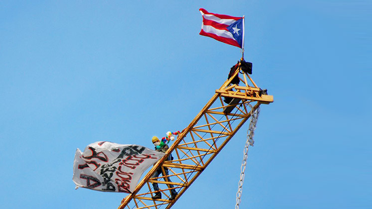 puerto_rico_crane_protest_extended_b_747x420