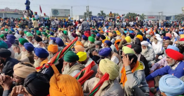 Tens of thousands of Indian farmers set up camp outside Delhi against Modi govt.'s pro-corporate laws