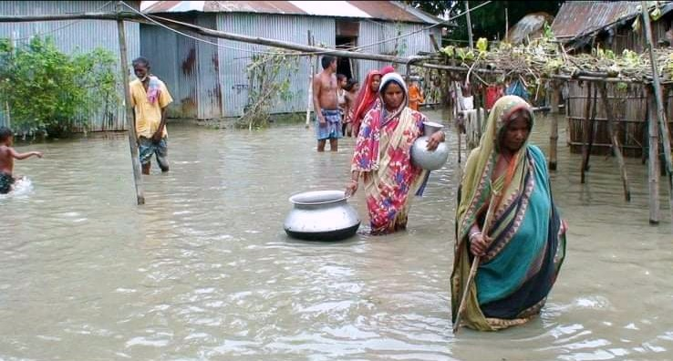locals-marooned-in-kurigram-as-flood-water-got-into-their-houses-and-inundated-their-yard-on-tuesday-july-14-2020-1594721685998